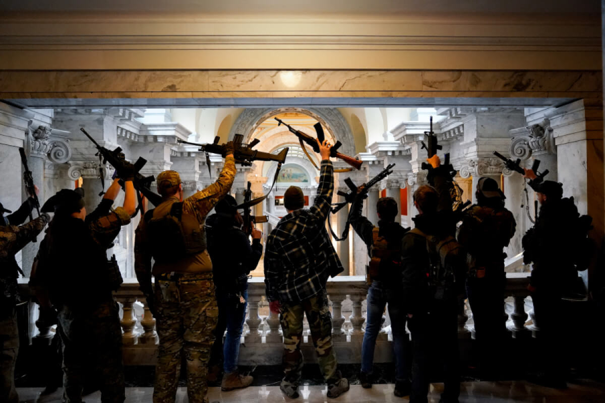 armed-goers-kentucky-capitol